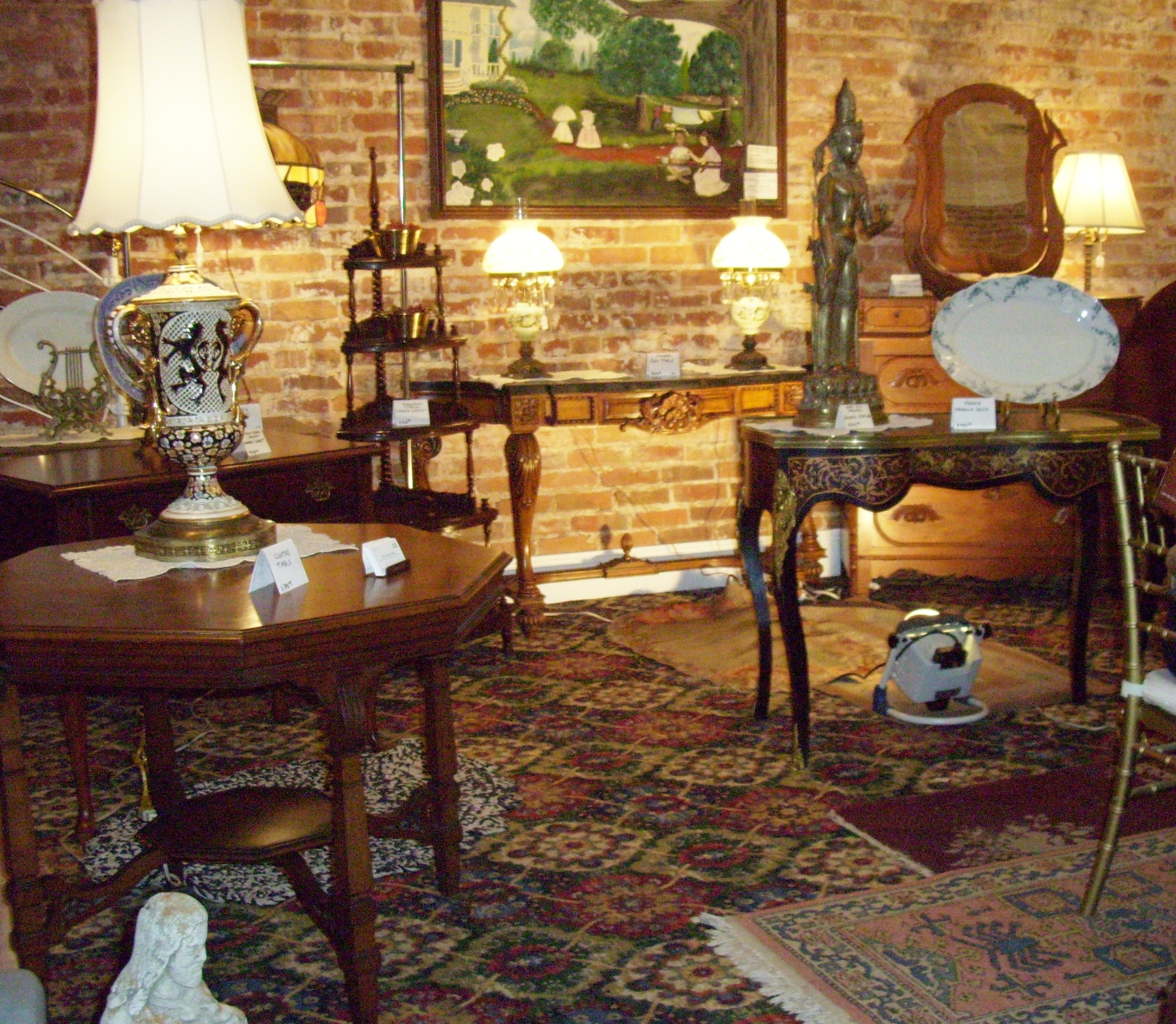 Antique Furniture. The Jackson Assembly Antiques and Art Show   Featuring select